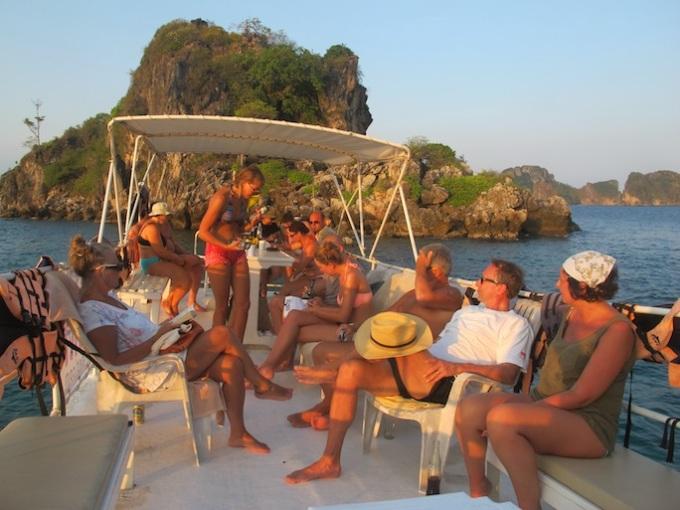 Krabi-Sunset-BBQ-and-night-snorkeling-diving