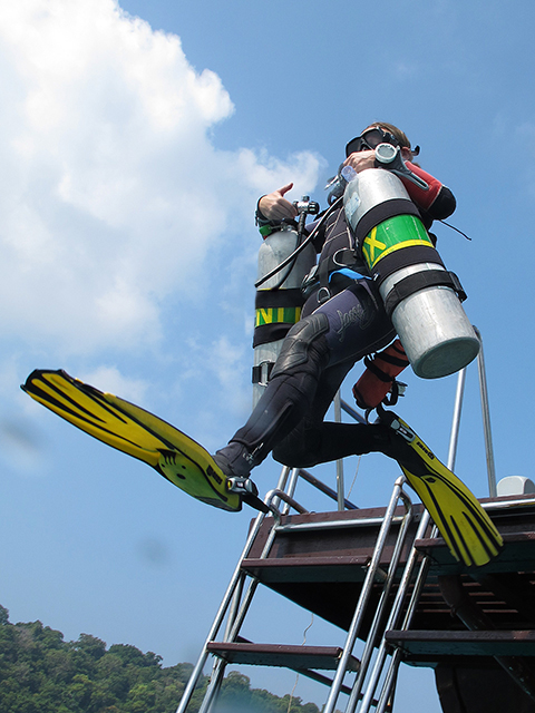 Nitrox giant stride sidemount diving thailand